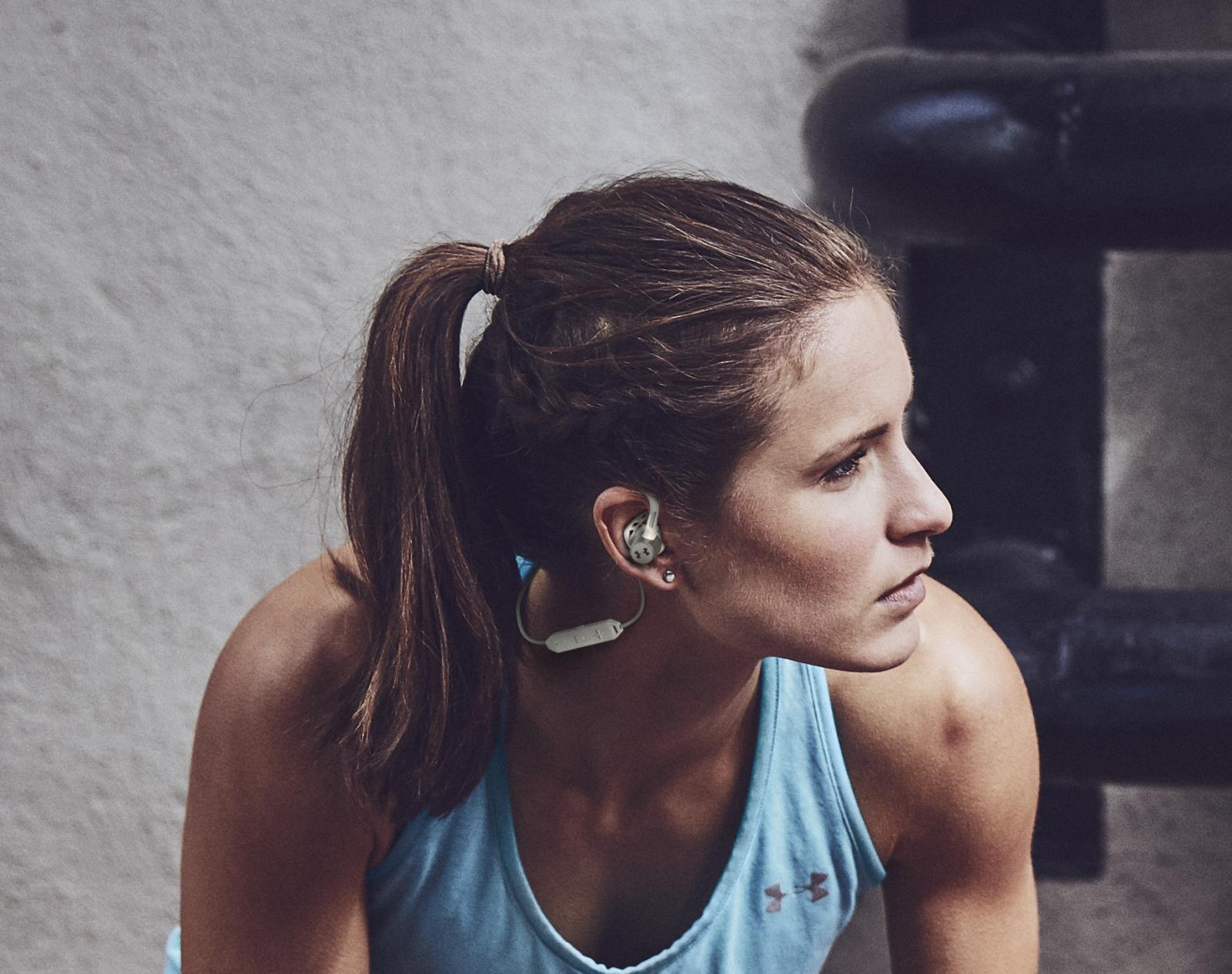 The UA® Sport Wireless Pivot's over-ear hooks provide security and support for intense circuits.