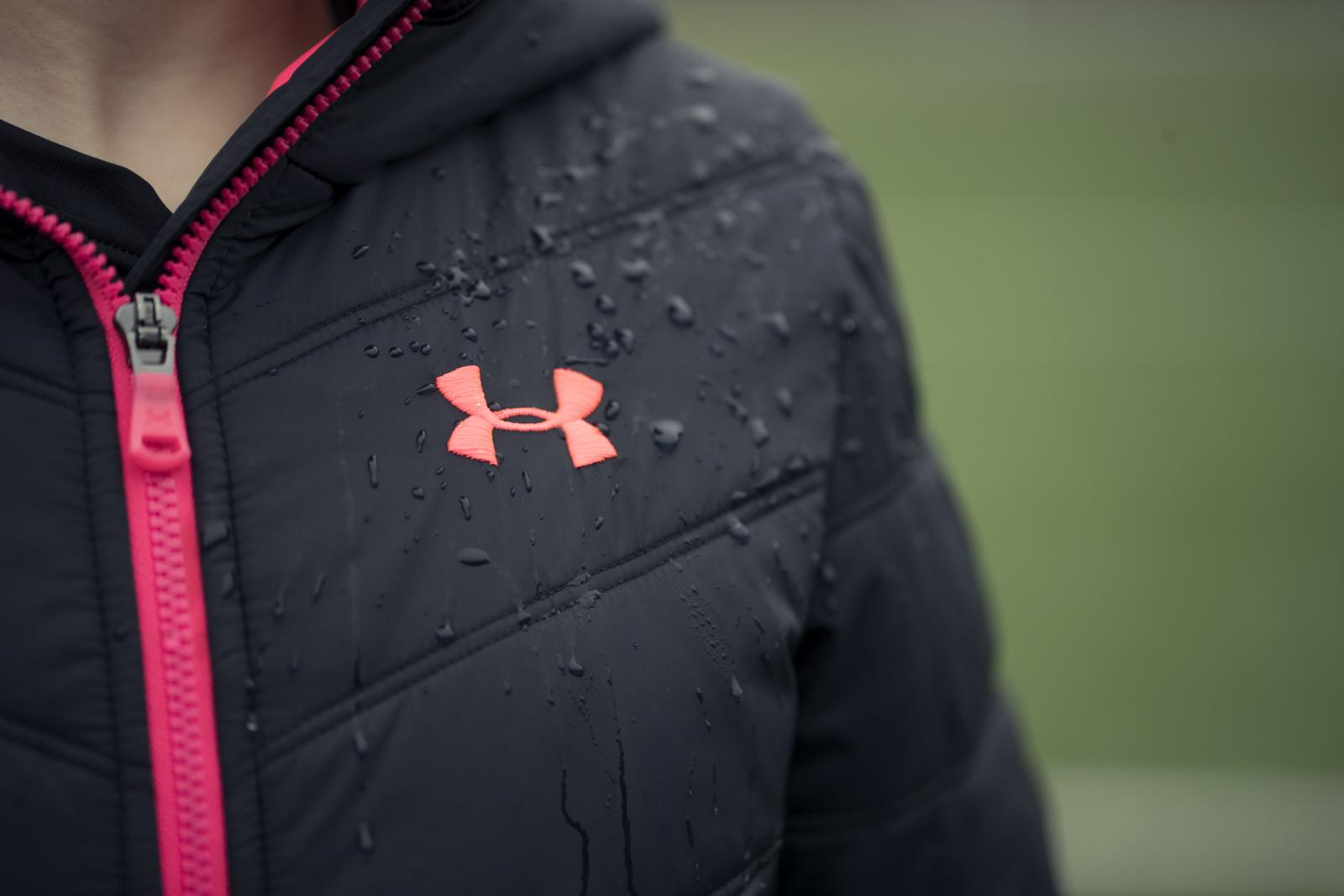 UA Storm keeps you dry in rain or storm, without sacrificing breathability.