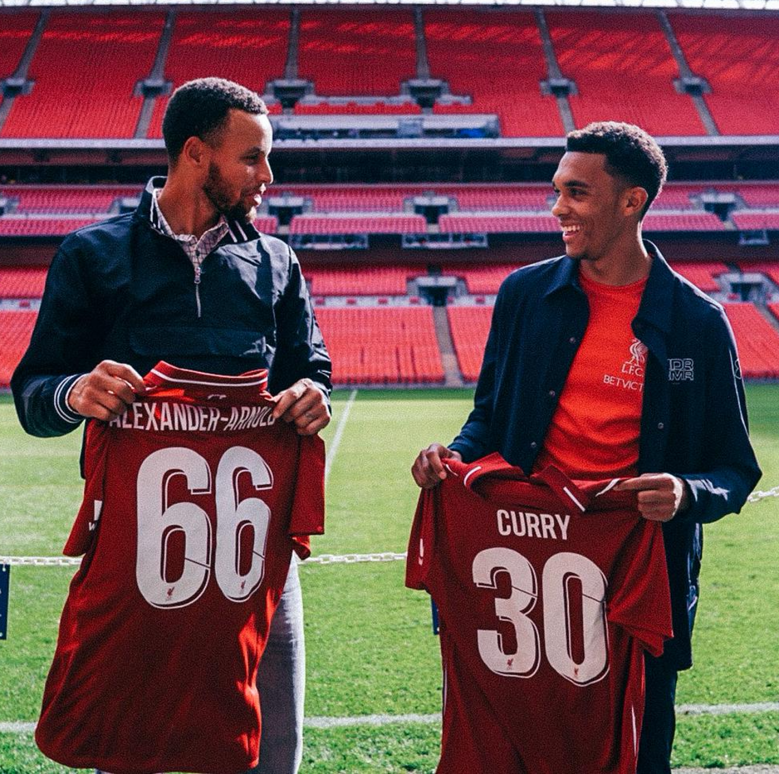 Curry and Alexander-Arnold traditionally traded jerseys after the two athletes met on the pitch in London