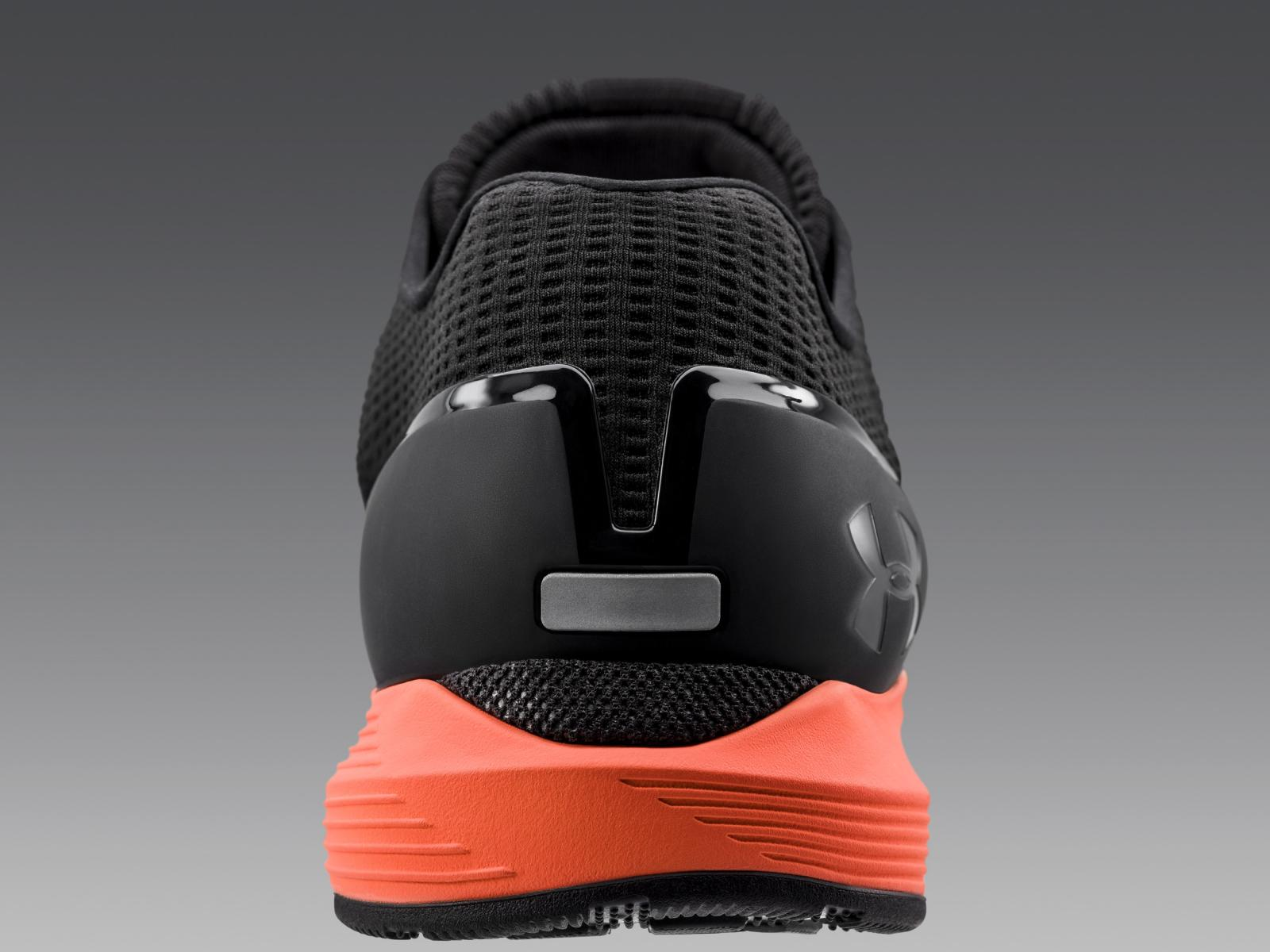 An external heel counter locks in the heel and guides the foot to its most efficient foot strike.