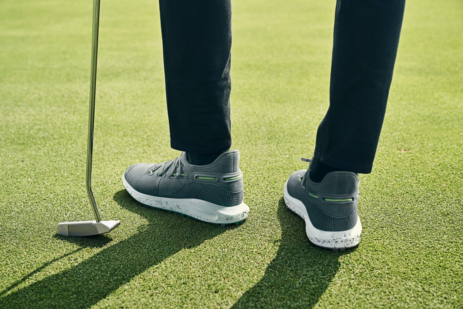 The Rotational Resistance Traction technology used in the Curry 6 SL creates traction through resistance - in both vertical and horizontal directions - to help keep the feet planted throughout the duration of a golf swing.