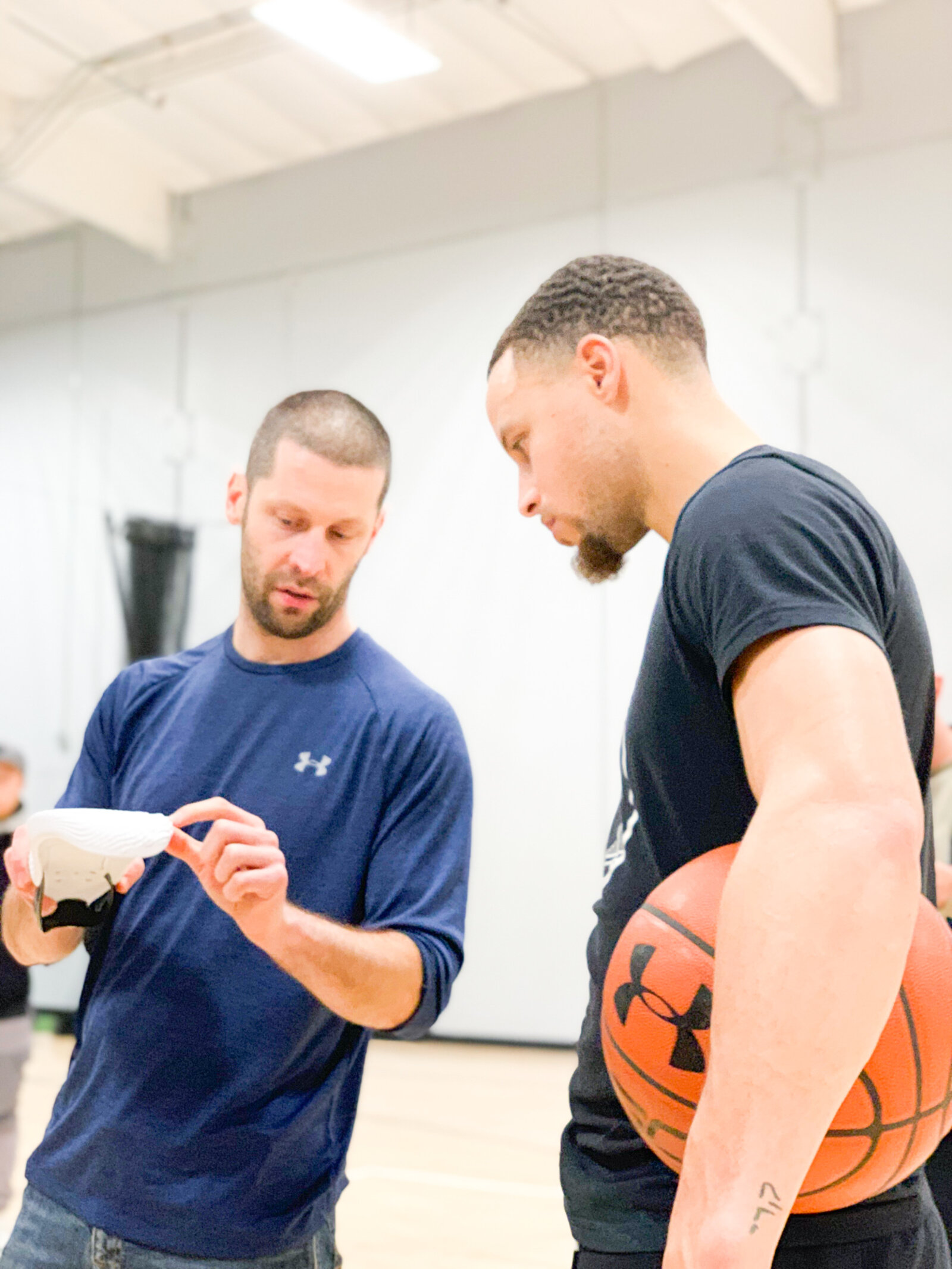 Tom Luedecke and Stephen Curry at an early development meeting in Portland for the Curry Flow 8 in 2019.